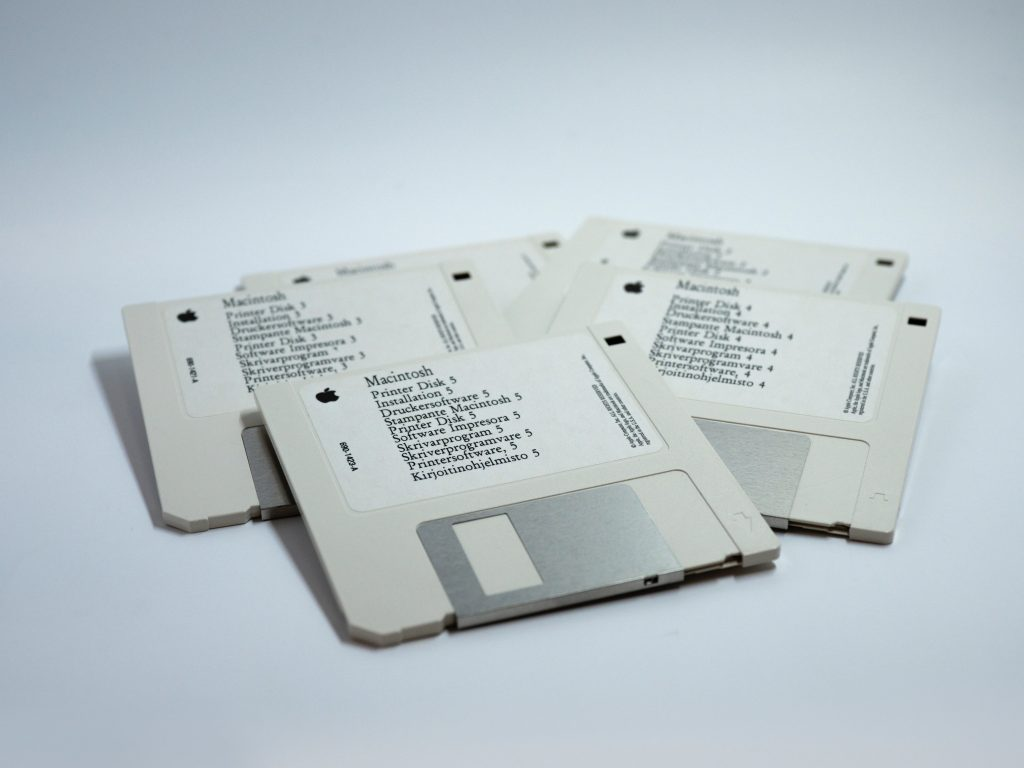 tapes-cassette-audio-old-stuff-tecnology-music-floppy-disk